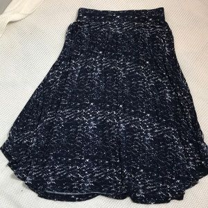 Loft Midi skirt navy blue and cream. Size Sm